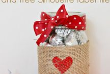 Valentines Day Decor / DIY Valentines Day Gifts, Crafts and Decorations. Home and Room Decor With Hearts. Pink and Red Valentines Day Ideas