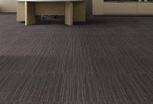 Linea - Carpete em Placas / Ambientes modernos e com muito estilo.  Sua superfície texturizada, aliada a uma criteriosa combinação de cores, faz do Linea Modular Bac uma opção moderna com design exclusivo. Com ótimo custo benefício, é à prova de manchas e de fácil manutenção, sendo uma opção inteligente para espaços corporativos.