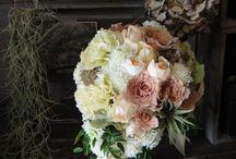 wedding / ウェディングブーケ、会場装花は新郎新婦様のご希望やテーマに合わせてコーティネートしています