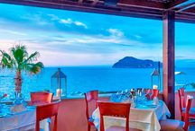 Romantic vacations / Sunsets, romantic dinners by the sea, moments of relaxation away from the daily routine along with those we love.