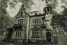 Opuszczone domy / Tablica zawiera zdjęcia opuszczonych domów
