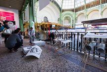 DQVTM Art Paris Art Fair  Mars 2014 / le collectif LPLT crée sur la foire une oeuvre dédiée à DQVTM. Xylographie imprimée à l'huile de vidange. Imprimée in situ à 1300 exemplaires et offerte aux visiteurs.
