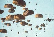 massa tropping van uit een C 130 Hercules