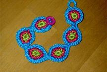 Friendship bracelets / all kinds of friendship bracelets / by Martha Avans