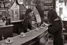 Bars, bistrots, salles et terrasses de café / Cafés et bars
