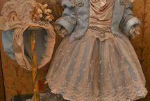Antikke dukker kostymer