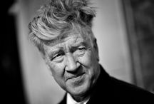 """""""Small Stories"""" de David Lynch / """"De petites histoires sans mots"""": le cinéaste américain David Lynch présente à Paris une série de photographies oniriques empreintes de surréalisme, réalisées en noir et blanc pour se placer """"un pas en retrait de la réalité"""". L'exposition """"Small Stories"""", jusqu'au 16 mars à la Maison Européenne de la Photographie présente 55 images conçues pour l'occasion par David Lynch en 2013.  L'occasion de redécouvrir les films de ce cinéaste américain de genie."""