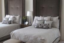 Bedroom: Guests & Spare Bedrooms / by Heather Ellerbe