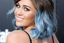 capelli con punte azzurre
