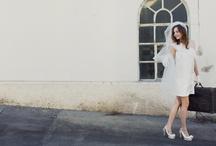 """Soeur Coeur - Reiselust / Eine Braut, ein Mini und ein Koffer…. der ideale Stoff für eine Geschichte. Lass dich von diesen Bildern einfangen und tauch in die Soeur Coeur Story ein. Zu sehen ist das Brautkleid """"Chloé"""". Fotografie: Daniela Reske, Haare und Makeup: Jessica Nitsche"""