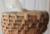 cesteria con bolsas de pastico