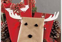 Idei de împachetat cadouri de Crăciun / Cadoul de sub brad este o bucățică din sufletul dumneavoastră pe care o dăruiți celor dragi. Noi am adunat în acest album câteva idei originale și simpatice de cum să împachetați și personalizați cadourile de Crăciun. Vă plac?   Urmăriți-ne în continuare pe www.cadouridecoratiuni.ro!