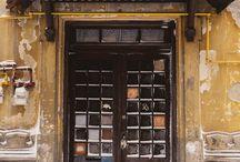Fiecare ochi de geam spune o poveste. :)