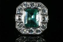 Antique Emerald Rings / Emerald derives its beautiful green colour from the presence of chromium and vanadium. Sometimes referred to as the Garden Stone, colour is all-important to Emerald, inclusions are secondary