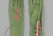 Gloves Gants / by Nona Barker