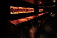 """Cigar room -Dedo del pie Estudios Dongjiang Western- / LSD design co., ltd. """"Cigar room -Dedo del pie Estudios Dongjiang Western-""""/2013/bar/Okinawa, Japan/Interior design indirect lighting, dark, counter"""