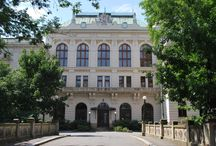Divadelní architektura východních Čech
