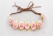 cintillo con flores de papel