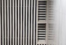 Tiovivo creativo Stamp / En tiovivo creativo amamos las rayas blancas y negras y el estilo Memphis Milano. usamos rayas en techos, mesas, paredes, baldosas, mesas... cualquier elemento es bueno para decorar con este estampado. #rayas #rayasblancasynegras #blancoynegro #memphismilano #stamp #pattern #stripes