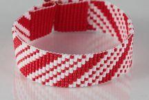 pulsera roja con blanco lisa