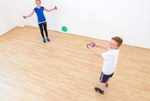 Sport & Bewegung / Kinder lieben Bewegung - hier findet Ihr tolle Ideen für Bewegungsspiele, den Sportunterricht und pfiffige Spiele und Sportartikel, die ihr für Bewegungspausen, den Sportunterricht oder jeden anderen sportlichen Anlass nutzen könnt :) #Betzold #Sport #Bewegung #Motorik #Koordination #Balance #Reaktionsvermögen