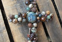 Crosses / Different crosses projects to make. Wood cross,  beaded cross, metal crosses,  how to make a wood cross, diy cross projects,  handmade crosses