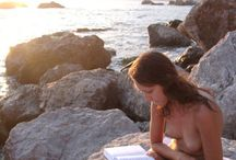 Naked reader