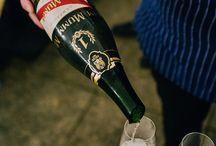 Szampan w Bubbles / Bubbles to niepowtarzalne miejsce, w którym można znaleźć wiele różnych rodzajów szampanów z całej Szampanii. Niesamowity smak ukryty w dużej dawce bąbelków będzie idealnym dodatkiem to każdego dania. http://www.bubbles.com.pl