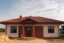 Projekt domu Jak Marzenie / Projekt domu Jak Marzenie to niewielki parterowy dom o prostej, tradycyjnej bryle przywołującej wspomnienie polskiego dworku. Dom Jak Marzenie doskonale wpisuje sie w wymagania 3-4 osobowej rodziny.