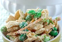 St. Patricks Day / Great ways to add a bit of green to your favorite Pretzel Perfection Pretzels!!!