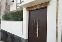 Portas inspiradoras / A porta diz muito à respeito do estilo de qualquer casa. Seja vintage, luxuosa, deslubrante, triunfal, rústica, estilo saloon e assim por diante. Aqui você encontra inspirações para todos os ambientes e estilos!