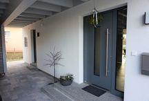 Haustüren / Haustüren unserer wohngesunden und ökologischen Einfamilienhäuser und Zweifamilienhäuser in Holzrahmenbauweise.