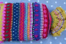 Wärmflaschen - bunt und einzigartig / Wärmflasche mit gestricktem Bezug in leuchtenden Farben und nordischen Mustern.