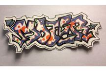 Graffitis ( les miens ) / Quand j'ai du temps libre, je fais des graffs.  D'ailleurs je commence à réfléchir pour commencer le street Art. J'espère que mon mur vous intéressera !  N'hésite pas à t'abonner !