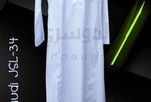 Jubah Saudi / Jubah Saudi merupakan model jubah yang paling populer di dunia perjubahan. dengan model yang khas, berkrah tegak, kancing besi pada ujung krah dan jahitan tindih membuat tampilannya lebih rapi. Selain itu, dengan jahitan dua jalur pada setiap bagian, membuat jubah saudi menjadi salah satu jubah yang menawarkan desain 3D (tiga dimensi). Tak hanyal model ini digandeng oleh brand-brand seperti Al-Haramain, Al-Asheel, Drosh, Daffah dan brand terkenal lainnya.