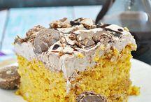 Cake/Cake Pops / by Ashley Stevens