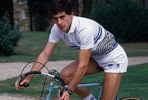 Celebridades e a bicicleta / Pessoas famosas com bikes