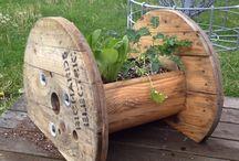 Ogrodowe inspiracje / Aranżacje ogrodowe. Kwietniki, zakątki, zagospodarowanie przestrzeni - drugie życie rzeczy:) Kamień i drewno. Mała architektura ogrodowa. Natura. Vintage.