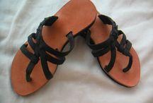 Bolsos y sapatos / Bolsos ,Zuecos, sandalias en piel / by Cristina Fernandez