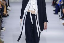 Ann Demeulemeester Spring 2017 Ready-to-Wear Fashion Show…