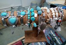 BISUTERIA / Tota la moda en braçalets, anells, collarets i rellotges. Una maravella!!