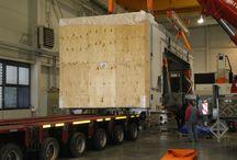 Ladungsverkehr / Ladungsverkehr bedeutet, dass eine Fracht beim Versender abgeholt und komplett ohne Zwischenlagerung zum Empfänger transportiert wird. Hierfür steht eine Vielzahl verschiedener Verkehrsträger zur Verfügung.