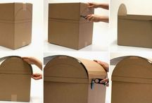 Caixa de papelão.