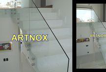 CORRIMÃO EM VIDRO FIXADO POR BOTÕES / Corrimãos em vidro incolor temperado de 10 mm fixado por Botão de aço Inox 304 escovado ou polido, sem tubo superior.  FALE  AGORA COM O SERGIO  Whatsapp: (19) 9.8363.4489  Celular: (19) 78273367 ID: 14*1003369  E-mail: corrimaoinox@hotmail.com  Site: corrimaoinox.wordpress.com