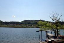 Revine Lago / un giorno, un weekend, una vacanza alle pendici delle prealpi bellunesi immersi nel paesaggio della Valsana dove il verde e i profumi della natura e la pace dei suoi laghi esaltano i sensi e fanno ritrovare equilibrio e armonia del corpo e della mente.