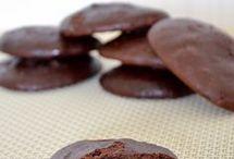 Печенье шоколадное и с шоколадом