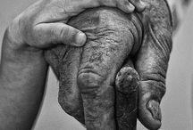 Hands / Handen die werken , troosten, aanreiken, zorgen, dragen