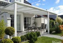 Terrasoverkapping Iseo Verano / Een terrasoverkapping of veranda van Verano zorgt voor de ideale buitenruimte! Deze Iseo overkapping met polycarbonaat beplating en verlichting wordt volledig op maat gemaakt! #DecoZonwering