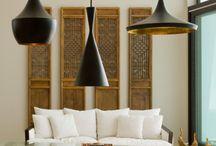 Decoração de sala com lustre pendente