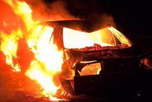 Έκαψαν το αυτοκίνητο αξιωματικού της Τροχαίας στη Γλυφάδα